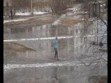 В Северодвинске устроили кросс на лыжах по лужам
